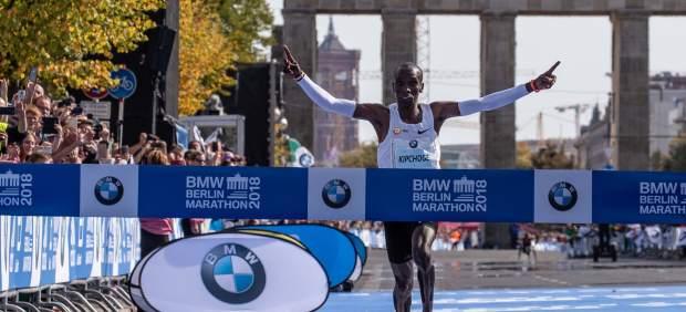 Eliud Kipchoge bate el récord del mundo de maratón en Berlín