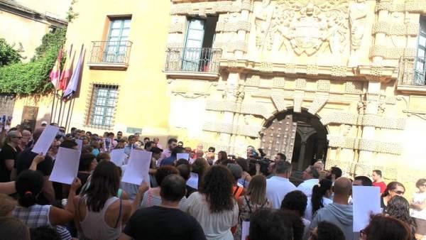 Concentración por la desaparición de Antonio en Almansac