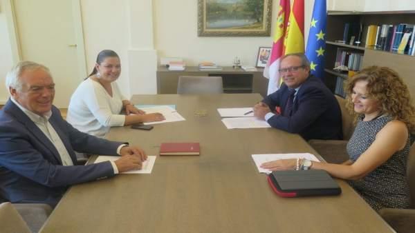 Reunión entre Juan Alfonso Ruiz Molina y Mayte Fernández