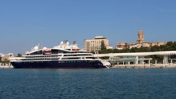 Buque 'Le Lapérouse' en el puerto de Málaga