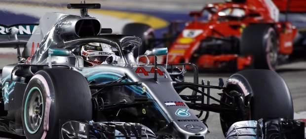 Hamilton arrasa en Singapur, con pifia de Ferrari con Vettel