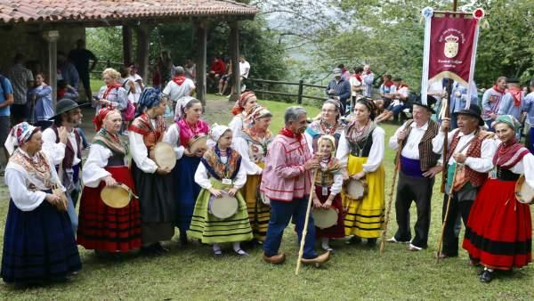 Miguel Ángel Revilla, en Cohicillos (Cartes), en la celebración de San Cipriano