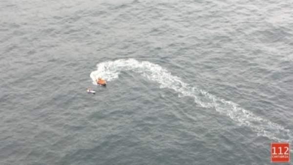 Embarcación de Cruz Roja