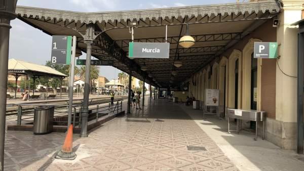 Estación de tren en El Carmen, tren, Renfe, cercanías, AVE