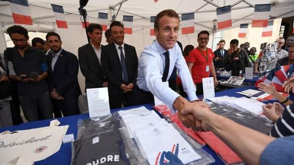 """Macron, a un joven en paro que pedía trabajo: """"Hoteles, cafeterías... cruzo la calle y te los encuentro"""""""