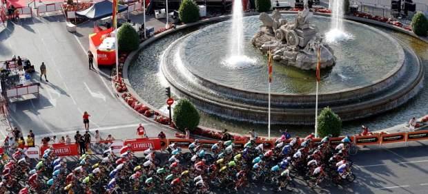 Viviani se lleva el último sprint de La Vuelta en el paseo triunfal de Simon Yates