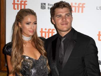 Chris Zylka y Paris Hilton