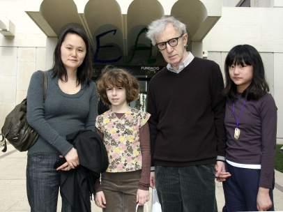 Woody Allen junto a su familia