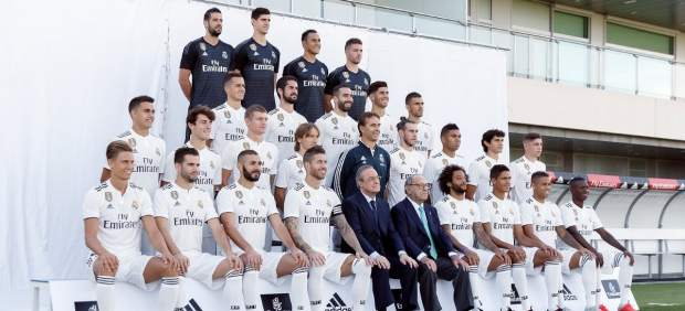 Vinícius sube al primer equipo del Real Madrid… para hacerse la foto oficial