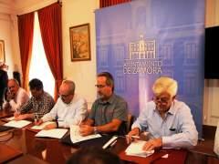 Firma del acuerdo del diálogo social en el Ayuntamiento de Zamora. 17-9-18