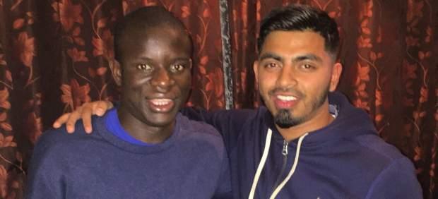 Kanté perdió el tren… y acabó cenando (gratis) y jugando al FIFA con desconocidos