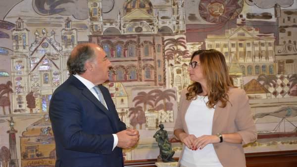 La delegada de Zona Franca de Cádiz y el alcalde de Algeciras