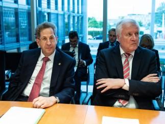 Hans-Georg Maassen junto al ministro de Interior alemán
