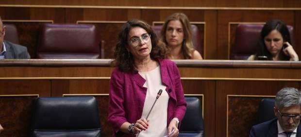 Montero culpa a PP y Cs de que en 2019 haya menos dinero para pensiones, salud o educación