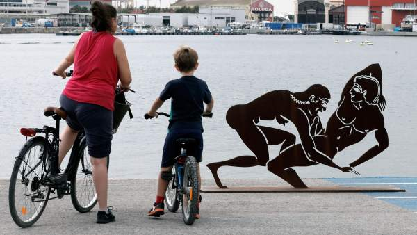Antoni Miró defén les seues escultures exposades a La Marina