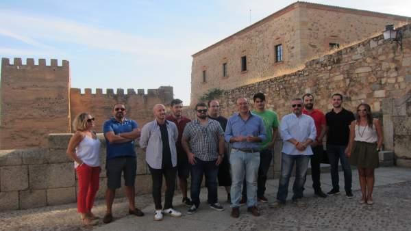 Visita de jóvenes a Ciudadanos en Cáceres