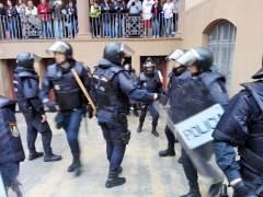 Imputados otros 13 policías por cargas en la escuela Ramon Llull de Barcelona el 1-O