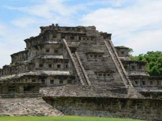 PIRÁMIDE DE LOS NICHOS (MÉXICO)