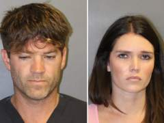 """Un cirujano y su novia, acusados de usar su """"encanto"""" para seducir y violar a """"cientos"""" de víctimas"""