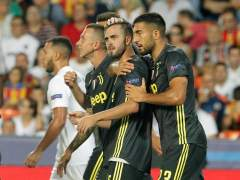 Pjanic celebra un gol en Mestalla.