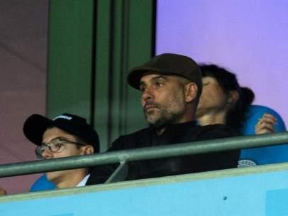 Guardiola, en el palco del Etihad Stadium.