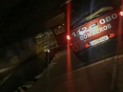 Un coche de Bomberos durante el rescate en León 20-9-2018