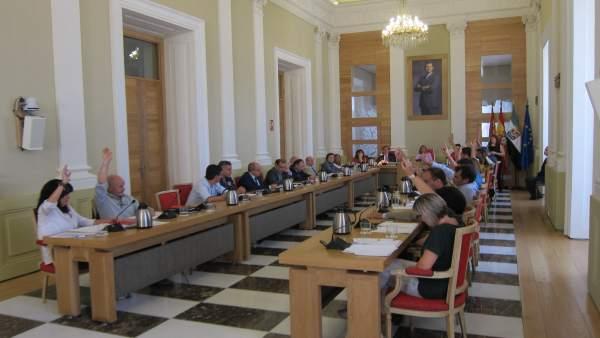 POSE, Ciudadanos y Cáceres Tú votan en el Pleno municipal