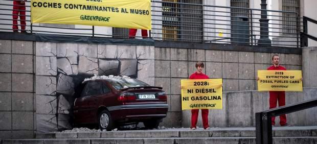 Los coches diésel y gasolina deben dejar de venderse a finales de la década 2030 si se quiere ...