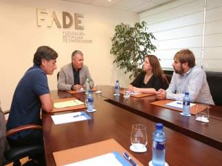 Reunión entre Podemos y FADE