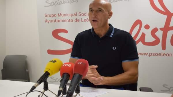 José Antonio Diez durante la rueda de prensa.