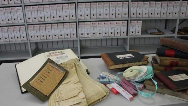 Material administrativo y otros documentos donados