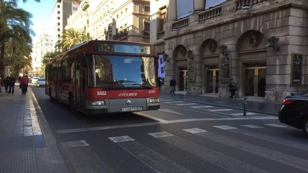 Autobús de l'EMT en el centre de València