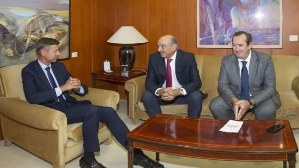 El consejero de Obras Públicas y Vivienda se reúne con el presidente del TSJC