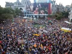 Miles de personas salen a la calle en recuerdo de los Jordis un año después del 20-S