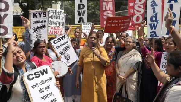 Violaciones en India