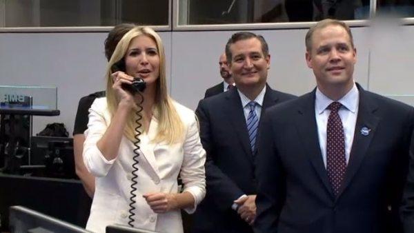 Ivanka Trump habla con la ISS y termina avergonzada