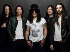 Slash vuelve en solitario con 'Living the Dream'