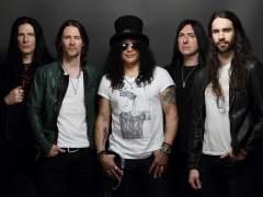 Slash vuelve en solitario con 'Living the Dream'