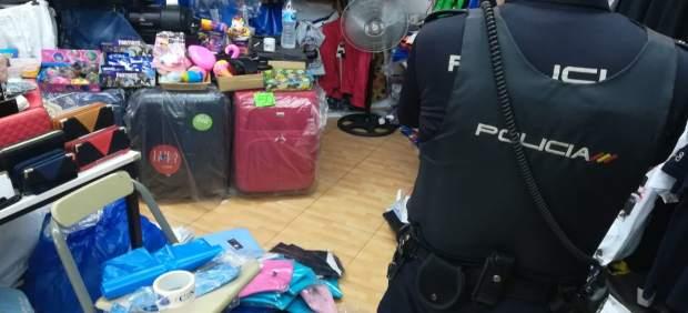 Intervienen unas 750 prendas y objetos falsificados en Palmanova y Calvià
