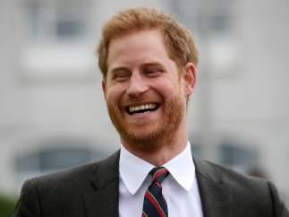 El príncipe Harry pillado por las cámaras en un momento de debilidad durante el evento de cocina de Meghan Markle