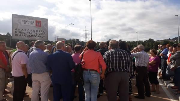 Asistentes a la inauguración del aparcamiento municipal del Hospital Cunqueiro