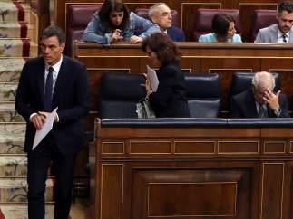 """Vox se querella contra Sánchez por su tesis y por """"promocionar"""" a su mujer"""