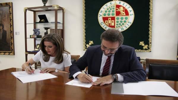 Firma del acuerdo entre UJA y Educación