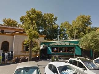 Siete jóvenes resultan heridos tras la caída de un árbol en un bar de Sevilla