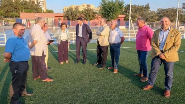 Carmen Castreño visita el centro deportivo 'Vega de Triana'
