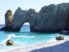 La Policía griega, contra los turistas que se llevan las piedras de la playa de 'Mamma Mia!'