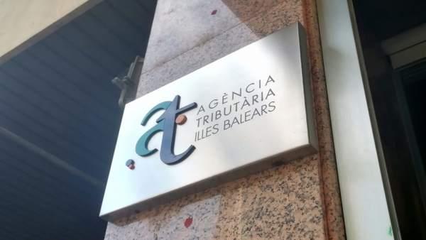 Placa de la Agencia Tributaria de Baleares en su sede