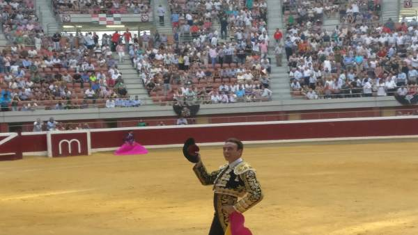 Ponce pasee una oreja en la plaza de toros de Logroño