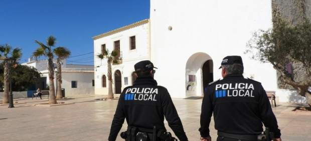 La Policía Local de Ibiza interpone cinco denuncias por acampada ilegal en un parking
