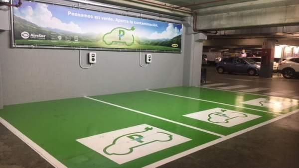Puntos de recarga de vehículos eléctricos en el centro comercial de Castilleja